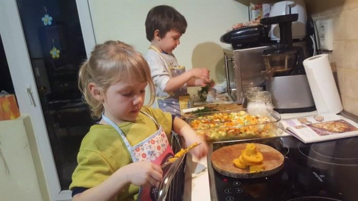 Aventuri in cinci Retete gatite de copii Caserola de cartofi cu sunca