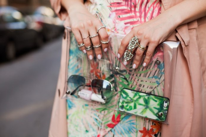 Viktoriya Sener carrying SheInside Transparent Envelope Clutch Bag