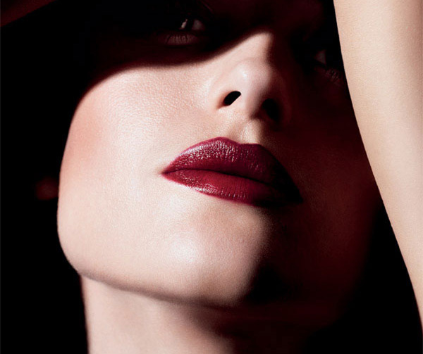 M.A.C Mineralize Rich Lipstick all out gorgeous