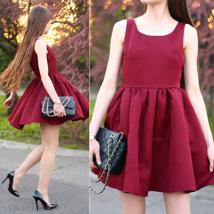 Ariadna Majewska wears black pumps with burgundy dress