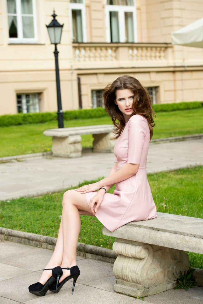 What color shoes to wear with a pink dress
