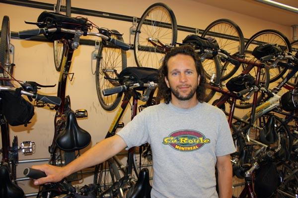 Le toujours utile Miguel, qui nous a aidés avec des locations de vélo à Montréal