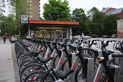Vancouver's Bixi Program is Doomed if it Doesn't Drop the Bike Helmet Law