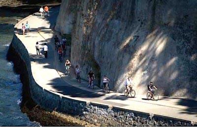 Stanley Park Seawall Bike trail gets pretty narrow is some spots