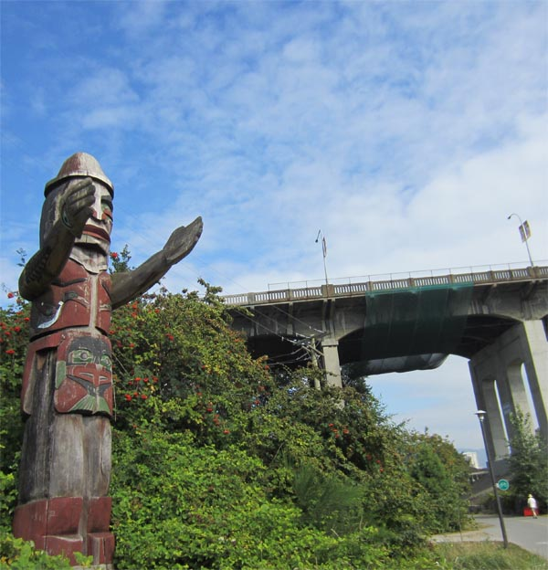 Totem pole right on the Seaside Bike Route, Vancouver