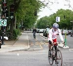 Montreal-cycling-separated-bike-lanes-1