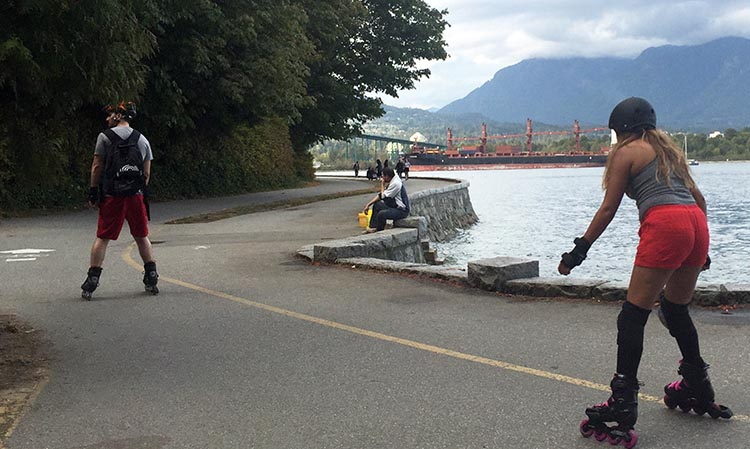 You don't even need a bike to have fun on the Stanley Park Seawall bike trail! Cycling vacation in Vancouver