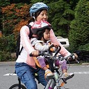 mom-and-child-on-bike-in-stanley-park-table-175-1751