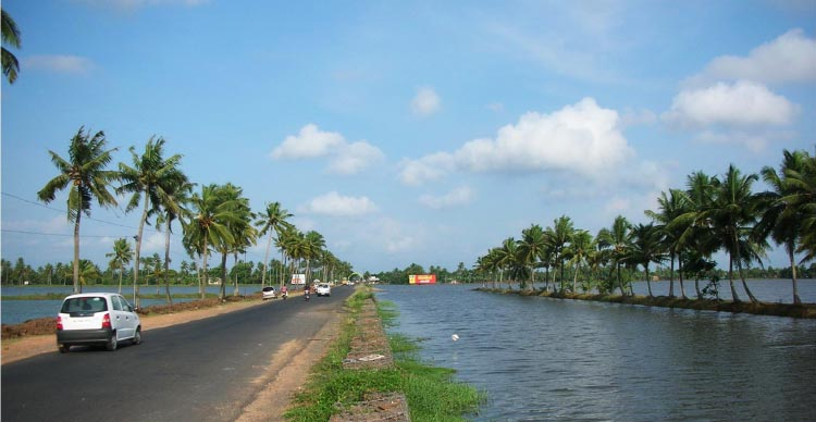 The city of Kochi is located in the flat plains of the Deccan plateau and is perfect for bike rides.5 Thrilling Bike Rides in India