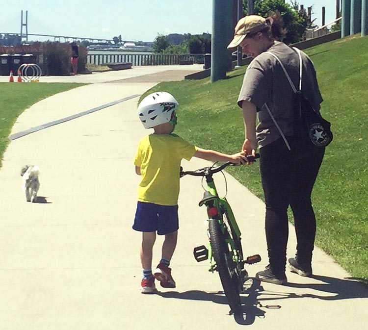 8 Steps to Teach a Child to Ride a Bike. Teach your child how to hold the handlebars and push their own bike on the way to the park or wherever you are going to practice. How to teach a child to ride a bike
