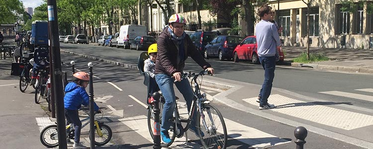 I saw this family in Paris. This kind of family cycling is safest on separates bike lanes