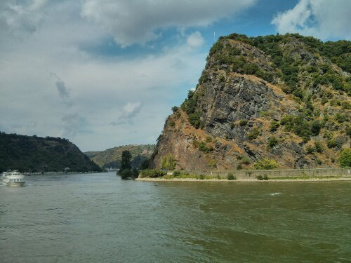 Then we cycled to view the legendary Loreley rocks from the opposite side of the river
