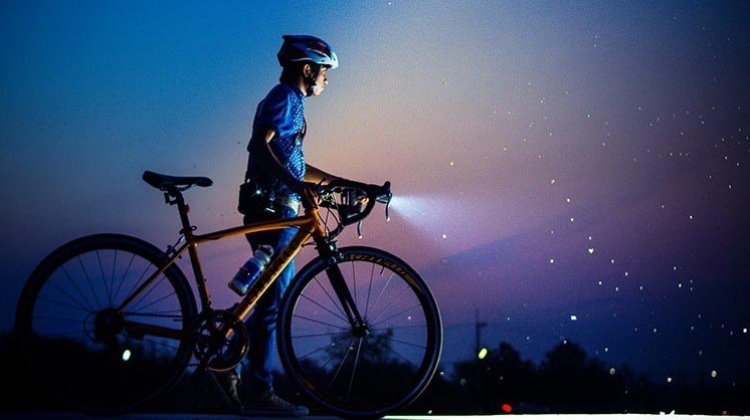 7 of the Best Bike Lights for Night Riding and Commuting, 2019