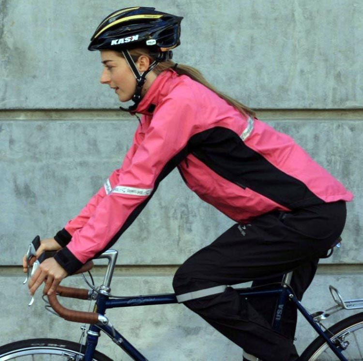 Showers Pass Elite 2.1 Waterproof Cycling Jacket Reviwe. There is also an excellent women's version of the Showers Pass Elite 2.1 jacket
