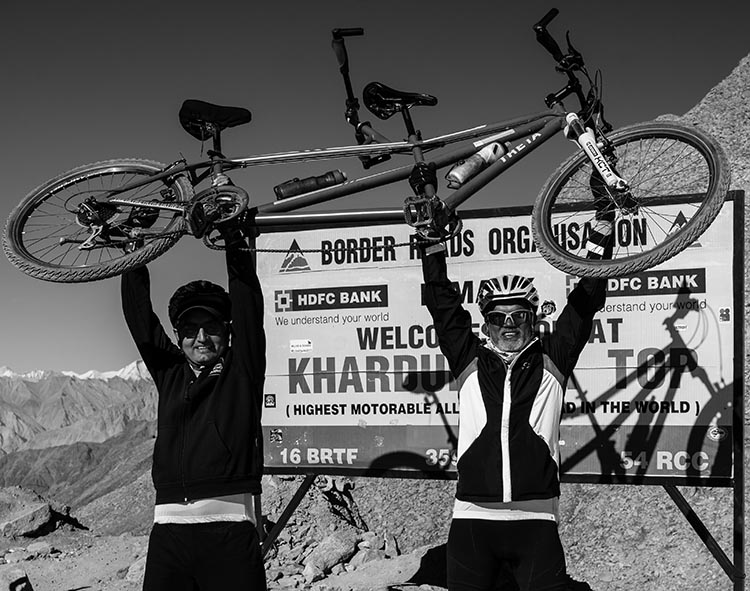 In the Manali to Khardung La event, tandem cyclists made their way to the top of the highest motorable road in the world. Adventures Beyond Barriers