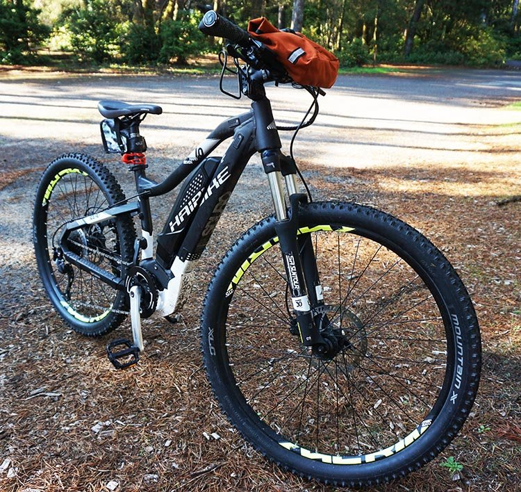 Review of the New Arkel Signature BB Waterproof Handlebar Bag. The Arkel handlebar bag mounted on my bike