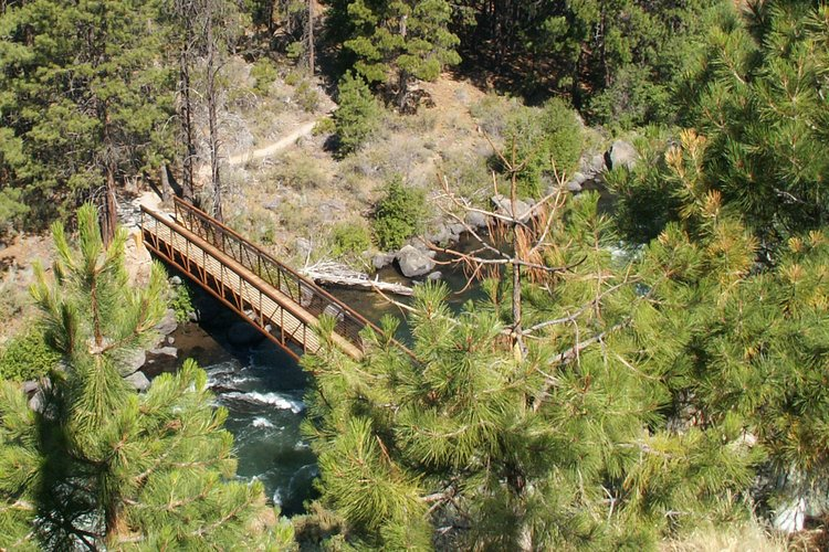 Deschutes River Trail, Bend (OR). Photo by Bend Parks and Recreation District