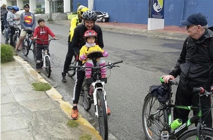 Cycling and the Post-Covid Transformation. Author with new friends. Photo credit Masa Crítica-La Paz
