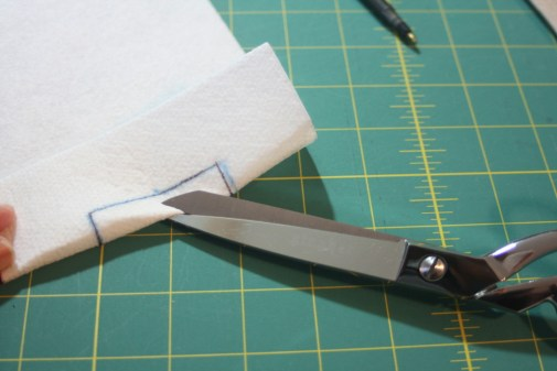 Sewing tutorial for making phone charging station  6