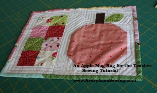 An Apple Mug Rug for the Teacher Sewing Tutorial www.AveryLaneSewing