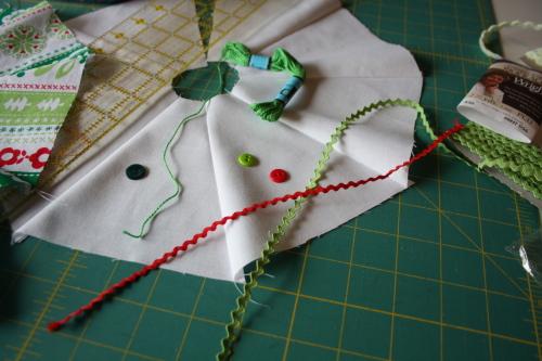 Too Cute Magazine mini tree skirt tutorial blog sew along 8a