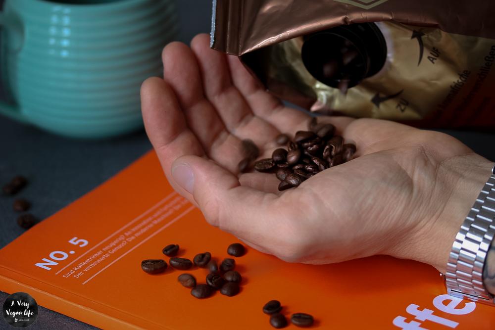 Kaffeebohnen-Tchibo-ganz