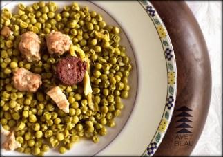 Avet Blau restaurant pèsols ofegats amb bortifarra, cansalada, alls tendres i menta