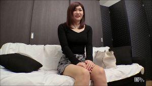 桜井涼花 ソファに座っておしゃべり