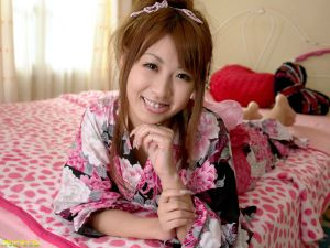 北川 瞳 ベッドでそそる笑顔