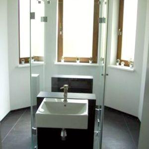 szklane wydzielenie w łazience