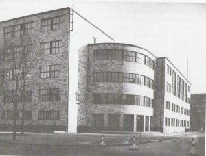 Vorderansicht Schule
