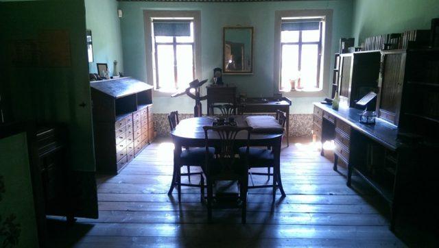 Das Arbeitszimmer Goethes in seinem Haus am Frauenplan in Weimar. Hier entstanden und vollendete Goethe viele seiner Werke.