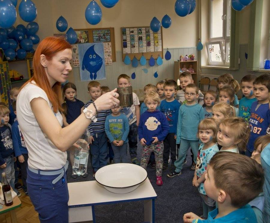 Children+in+Ukraine+are+taught+about+the+importance+of+clean+water+during+World+Water+Day.