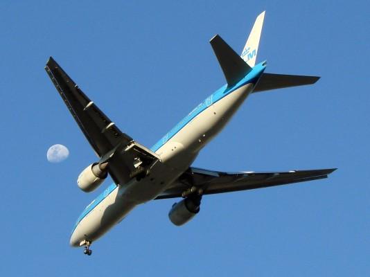 Confirmação de reserva e de check-in, entre outros, no Facebook, com a KLM