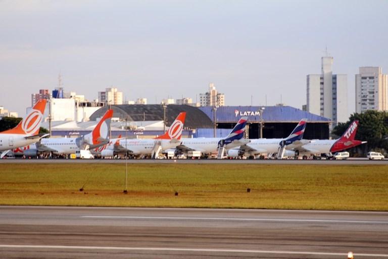 Queda moderada no transporte aéreo de passageiros em outubro