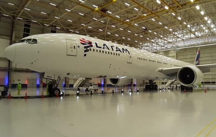 Latam Airlines Brasil em Bogotá e Paris