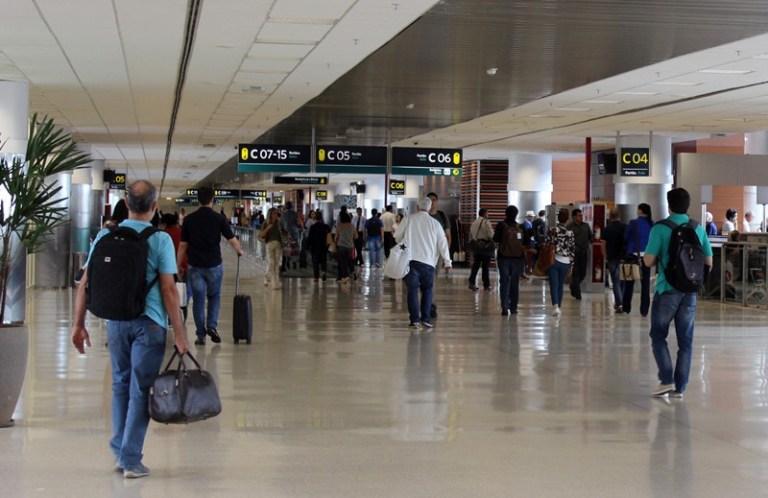 Demanda por transporte aéreo de passageiros continua com alta moderada