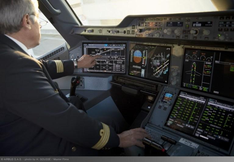 Airbus entrega primeiros A350 com opção de telas sensíveis ao toque no cockpit