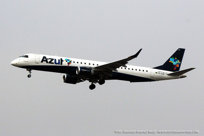 Azul Linhas Aereas - EMB 190 PR-AXP