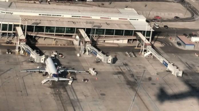 "Aeropuerto Internacional ""Diego Aracena"" de Iquique (Chile). Foto: Janitoalevic / Wikimedia Commons"