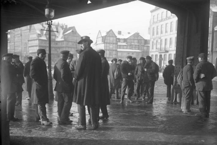 Hamburg, Arbeitslose Hafenarbeiter im Hafenviertel