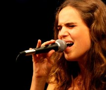Joana Espadinha a cantar