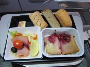 "Sleep-deprived passenger sues Russian airline over ""crinkly"" food packages 1"