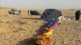 Hot air balloon crashes near Egypt's Luxor, killing 1 and injuring 12 tourists 3