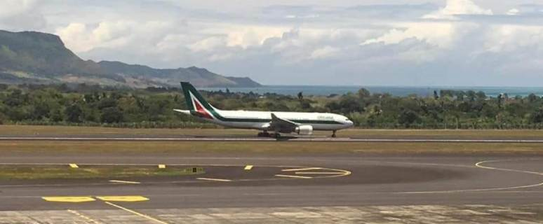 Omarjee Aviation with Alitalia in Mauritius 3