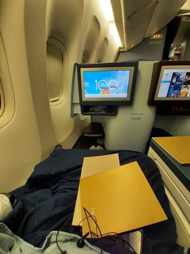 KLM Executive team awards eTN Hero Regina Ortaleza for
