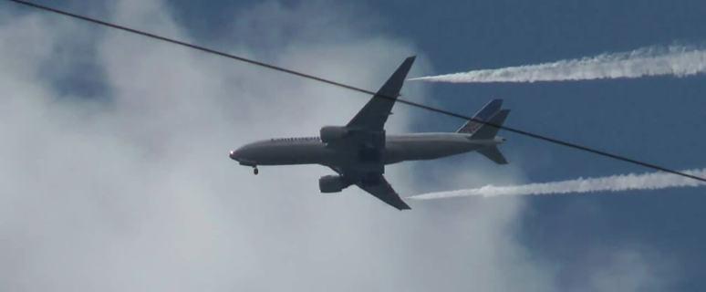 17 Children Injured When Boeing 777 Dumps Fuel on School Playground 3