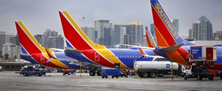 Thousands stranded as Southwest cancels hundreds more flights on Monday 1
