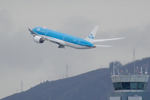 KLM Boeing 787 taking off