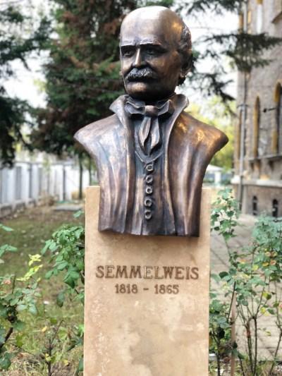 Semmelweis Statue